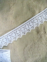 White Cotton Bobbin Lace with Scallop Edge by the Meter